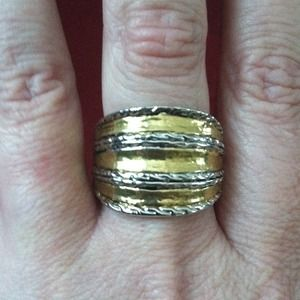 Jewelry - Two toned ring