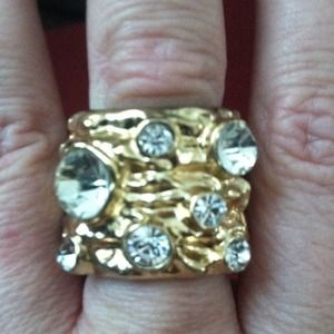 Jewelry - Gold and crystal ring