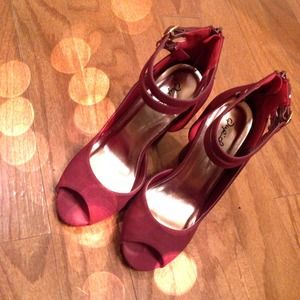 So cute Cranberry Ankle Strap Heels! ❤️