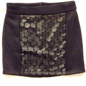 Brand NEW* Forever21 black skirt w scale details