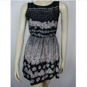 Topshop Dresses & Skirts - Topshop Black Daisy Floral Print tunic tank dress
