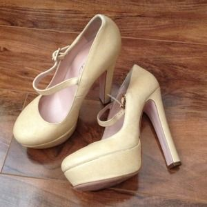 Valentino Shoes - RED Valentino yellow pump