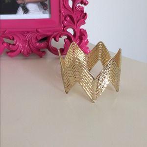 Zig Zag gold fashion bracelet.