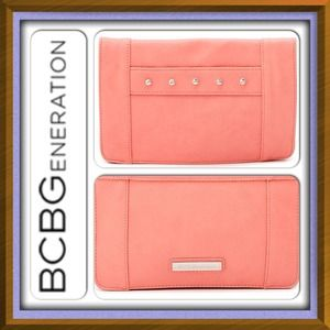 💯Authentic BCBG generation clutch