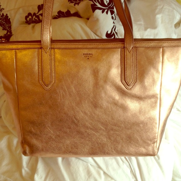 bb85a9e0d02 NWOT rose gold fossil tote NWT