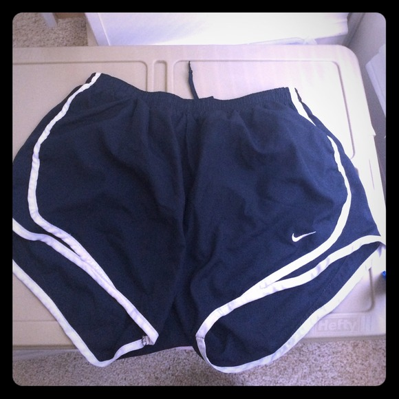 Navy blue Nike running shorts. M 53496b46b539e427a115ee51 2a6cecf29