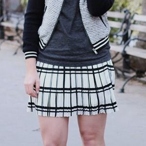 Black & white plaid pleated skirt
