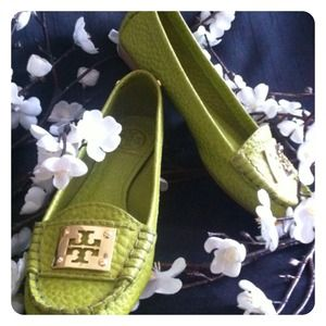 ✨HOLD✨Tory Burch ❤️ Astor Moccasins in Lime Green