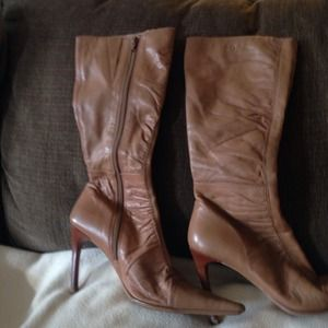 Beautiful BCBG tan boots size 7.5
