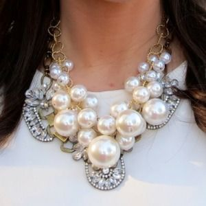 Jewelry - Pearl Cluster Necklace