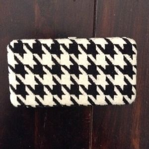 NWOT Houndstooth clutch/wallet