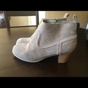 Boots - Grey suede ankle boot
