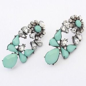 Mint & crystals earrings