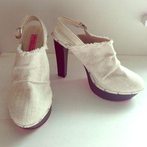Alice & Olivia linen platform heel. Size 6