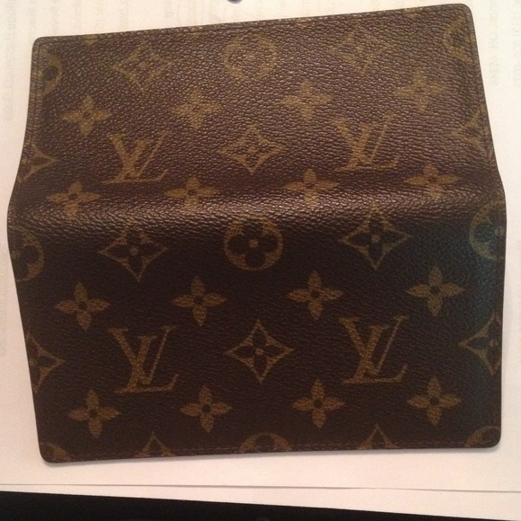 46afd01790a7 Louis Vuitton Accessories - Louis Vuitton Simple Checkbook Cover
