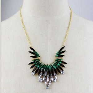 Jewelry - NEW Green and Black FanFare Necklace