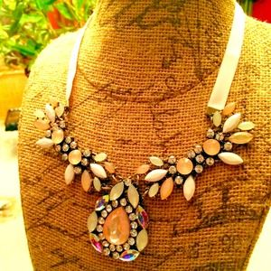 Jewelry - NEW Pink Statement Necklace