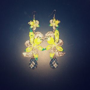 Gorgeous BRIGHT COLOR EARRINGS.