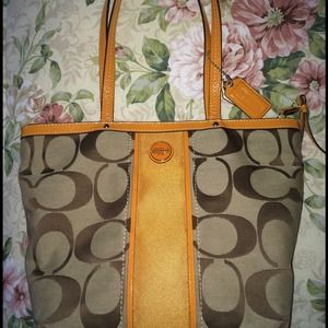 Authentic Coach Purse & Wallet in MINT condition