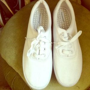 White grasshopper comfortable shoes