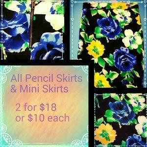 Dresses & Skirts - Stunning Floral Pencil Skirt