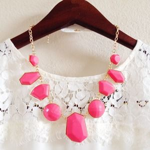 NEW! Bright pink statement necklace