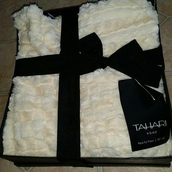 Tahari Accessories Home Super Soft And Cozy Blanket Poshmark Classy Tahari Throw Blanket