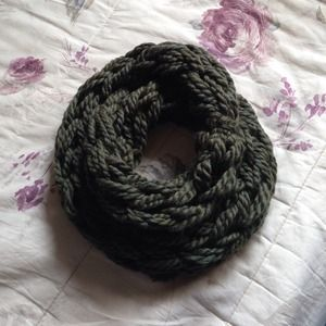 Accessories - HOST PICK• Chunky Knit Infinity Scarf