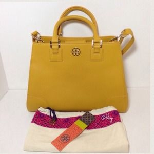 Tory Burch Robinson Triangle Tote - Honey Mustard