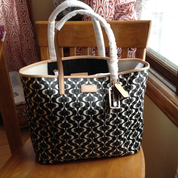 8a05c2431f77 SALE Coach Park Metro Dream C Neverfull style tote. Listing Price   125.00