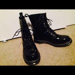 Wild diva combat boots on poshmark - Dr martens diva ...