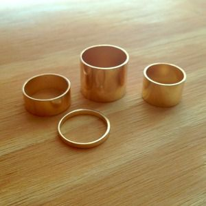 Gold rings ! (Set of 4)