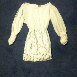 Dresses & Skirts - White chiffon dress
