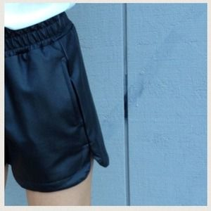 Pants - Leatherette shorts