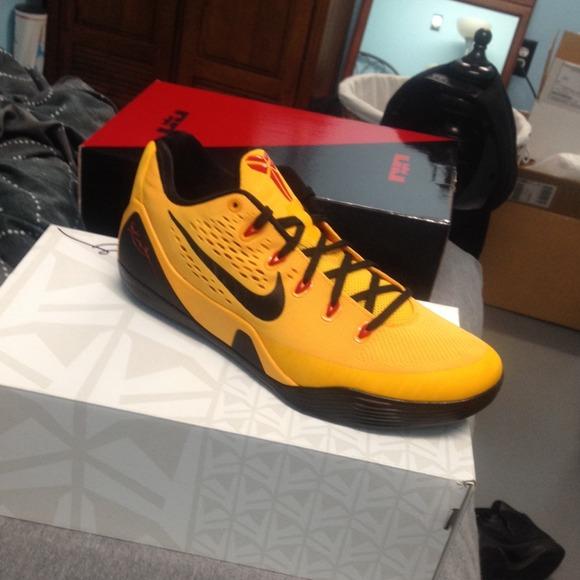 buy online 51d3b 25e90 Kobe 9 low em Bruce lee. NWT. Nike