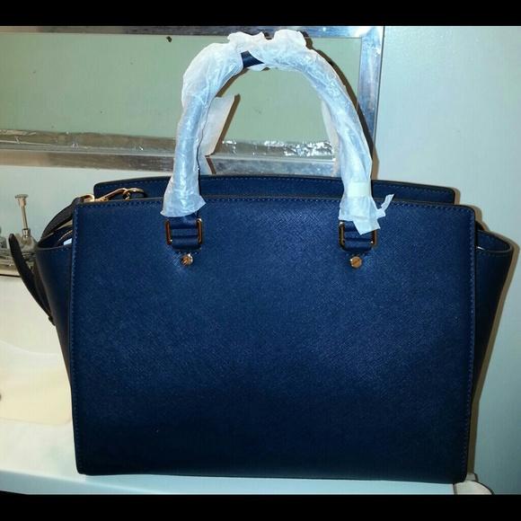 d3984fc211ae 27% off Michael Kors Handbags - LOWEST PRICE Authentic Michael Kors Navy  Selma from Kitkat&