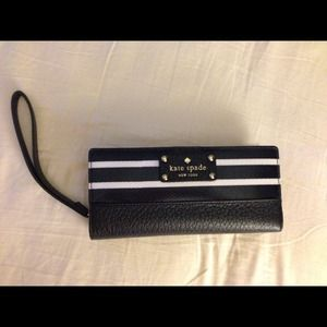 kate spade Clutches & Wallets - NWOT. Authentic Kate Spade Wallet