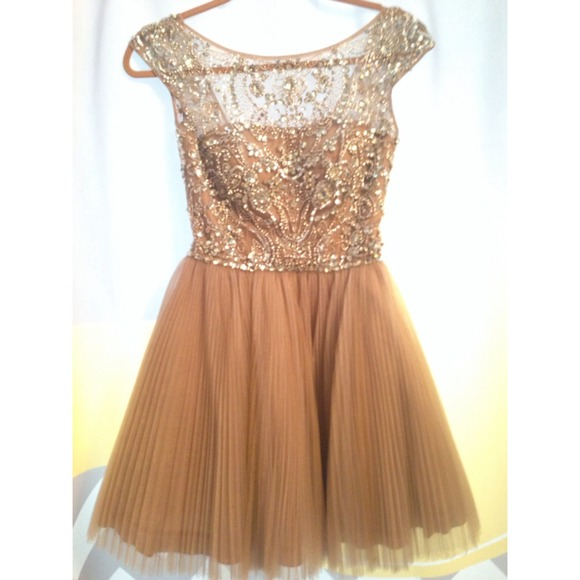 What Color Shoes To Wear With A Gold Prom Dress