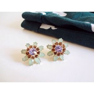 Jewelry - 🆕 Mint Sunflower Stud Earrings