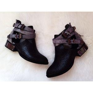 🎈NWOT Jeffrey Campbell Metallic Everly Booties