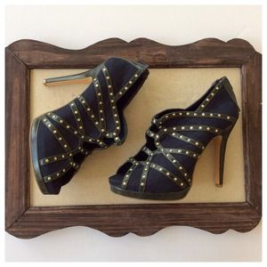 Shoe dazzle gold studded booties heels size 8