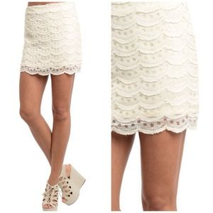 Creamy Scallop Dot Skirt