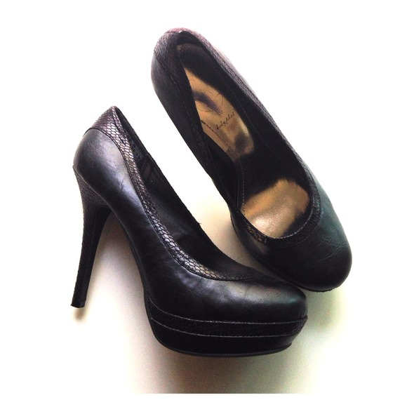 Baby Phat Shoes - Baby Phat Black Pumps
