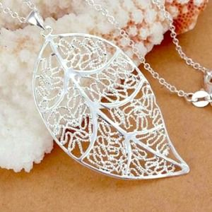Jewelry - Leaf Pendant