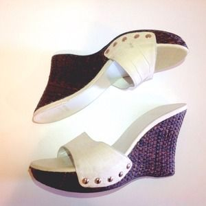🆕✨ STUART WEITZMAN white croc leather cane wedge