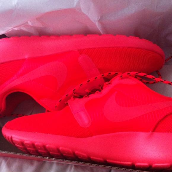Nike roshe run Red October