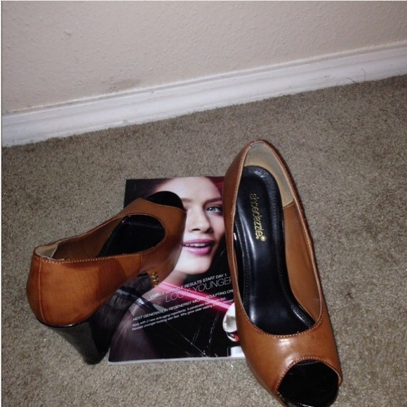 Shoes - Two toned cognac & patent black wedges
