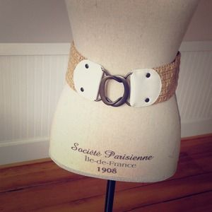 Stretchy raffia belt