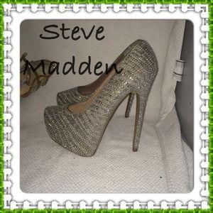 Steve Madden platform pumps