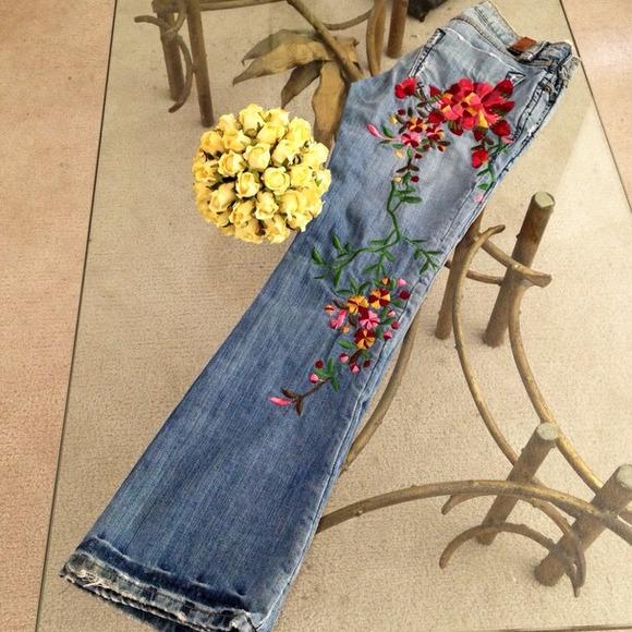 Off odyn denim 🌷🍃odyn 🍃🌷hand embroidered flower